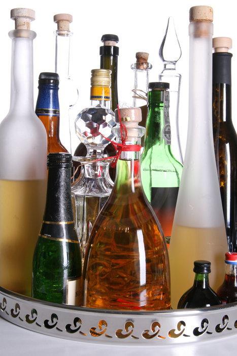 Hausbar, verschiedene Flaschen   - weiter zur Fotogalerie
