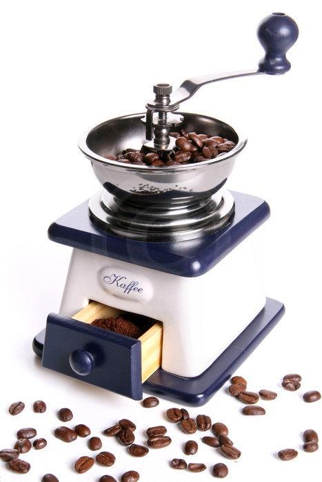 alte Kaffeem�hle mit Bohnen und Kaffeemehl   - weiter zur Fotogalerie